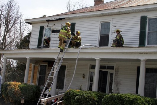 Two Escape Injury In Smoky Fire